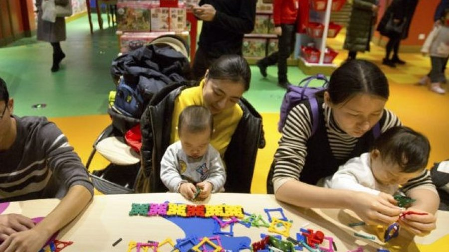 Report: China Considers Economic Incentives to Make Couples Have Children
