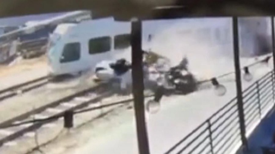 2 dead after California train, car crash that was caught on camera