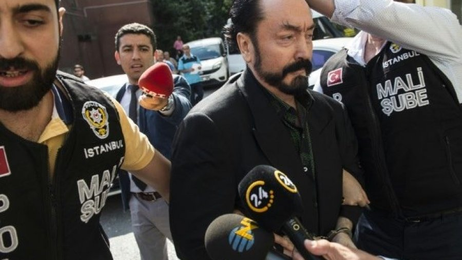 Turkey Arrests Cult-Leader Islamic Televangelist — and His Scantily-Clad Dancing 'Kittens'