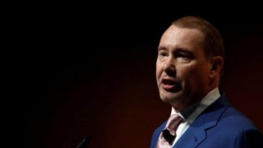 DoubleLine's Gundlach: Treasury curve inversion signal 'economy poised to weaken'