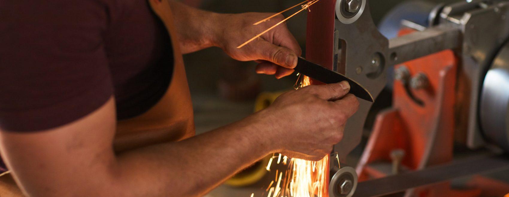 Using knife grinding jig